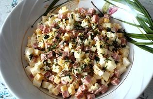 """Салат """"Сытный"""" с копченой колбасой и яблоком (пошаговый фото рецепт)"""
