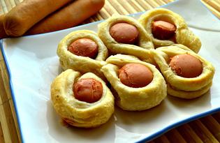 Сосиски в слоеном бездрожжевом тесте (пошаговый фото рецепт)