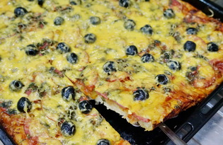 Пицца с колбасой и лечо в духовке (пошаговый фото рецепт)