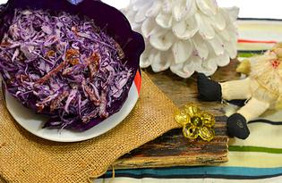 Салат из красной капусты с изюмом и чесноком  (пошаговый фото рецепт)