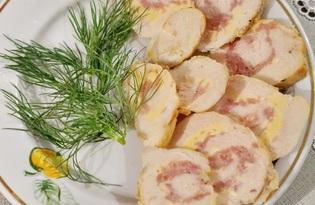 Куриный рулет с ветчиной и сыром (пошаговый фото рецепт)