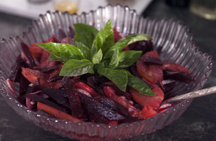 Свекольный салат с помидорами (пошаговый фото рецепт)