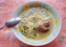 Суп на мясном бульоне с лапшой и зеленым горошком (пошаговый фото рецепт)