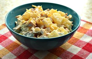 Салат с курицей, консервированными ананасами и шампиньонами (пошаговый фото рецепт)
