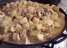 Тушеный картофель с куриной грудкой (пошаговый фото рецепт)