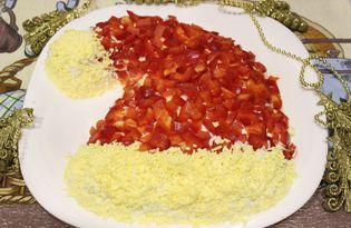 "Салат с курицей и ананасом ""Шапка деда Мороза"" (пошаговый фото рецепт)"