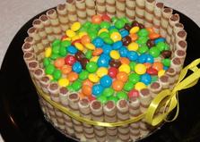 Торт украшенный вафельными трубочками и конфетами (пошаговый фото рецепт)