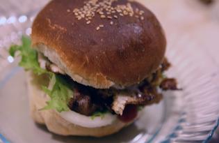 Сэндвич с курицей и жареным яйцом (пошаговый фото рецепт)