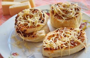 Пицца - рулет из слоеного теста (пошаговый фото рецепт)
