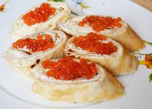 Закуска из блинов с красной икрой (пошаговый фото рецепт)