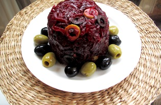 Салат из свеклы с оливками и маслинами (пошаговый фото рецепт)