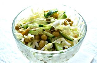 Салат с капустой, огурцом и горошком (пошаговый фото рецепт)