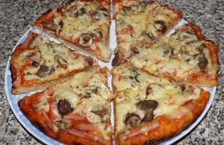Пицца с курицей, колбасой и маринованными грибами (пошаговый фото рецепт)