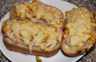 Горячие бутерброды с колбасой, кукурузой и сыром (пошаговый фото рецепт)