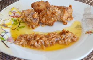 Свинина с луком под сметанным соусом (пошаговый фото рецепт)