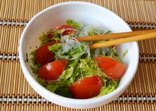 Салат с фунчозой и овощами (пошаговый фото рецепт)