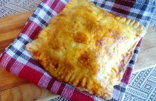 Слойка с сосисками и плавленным сыром (пошаговый фото рецепт)