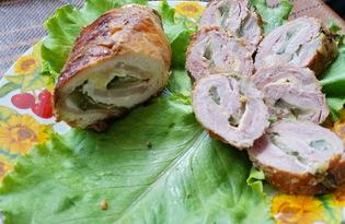 Мясной рулет с ветчиной, сыром и маринованным огурцом (пошаговый фото рецепт)