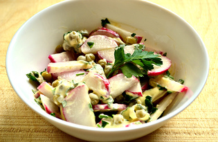 Простой салат с редиской и петрушкой (пошаговый фото рецепт)