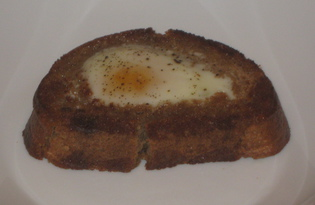 Гренки с яйцом на сковороде (пошаговый фото рецепт)