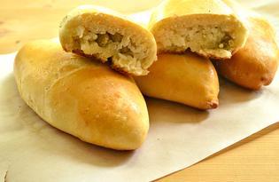 Печеные пирожки с рисом, яйцом и зеленым горошком (пошаговый фото рецепт)