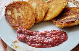 Сырники с клубнично - банановым вареньем (пошаговый фото рецепт)