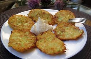 Драники с кабачком и сметаной (пошаговый фото рецепт)