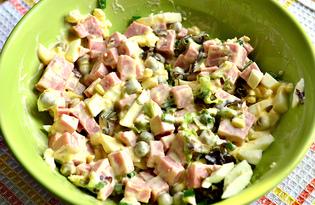 Салат с зеленью, яйцом и колбасой (пошаговый фото рецепт)