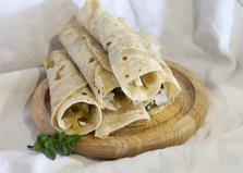 Рулетики из лаваша с сыром панир и огурцом (пошаговый фото рецепт)