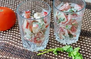 Салат из крабовых палочек и помидоров с чесноком (пошаговый фото рецепт)