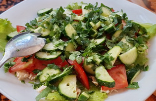 Салат из помидоров, огурцов и курицы (пошаговый фото рецепт)