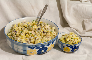 Картофельный салат с куриной грудкой и солеными огурцами (пошаговый фото рецепт)