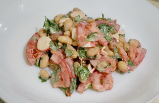 Салат из фасоли, помидоров и крабовых палочек (пошаговый фото рецепт)