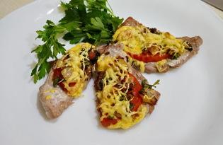 Мясо с помидором и сыром запеченное в духовке (пошаговый фото рецепт)