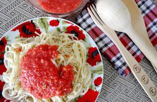 Спагетти с вкусным томатным соусом (пошаговый фото рецепт)