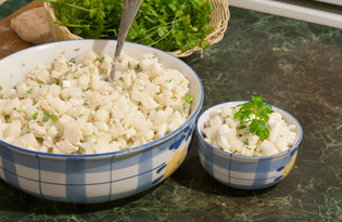 Салат из белого редиса и куриной грудки (пошаговый фото рецепт)