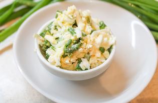 Салат из зеленого лука, яйца и плавленного сыра (пошаговый фото рецепт)
