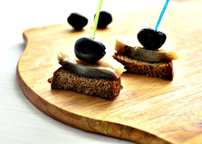 Канапе из сельди и маслин (пошаговый фото рецепт)