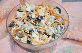 Салат с курицей, маринованными шампиньонами и корейской морковкой (пошаговый фото рецепт)