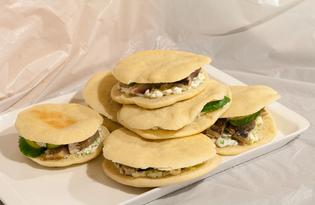 Сандвичи с сельдью и огурцом (пошаговый фото рецепт)