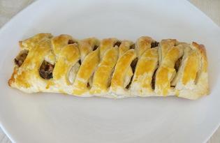 Слоеный пирог с начинкой из грибов, колбасы и сыра (пошаговый фото рецепт)