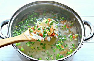Щи на мясном бульоне со свежей зеленью (пошаговый фото рецепт)