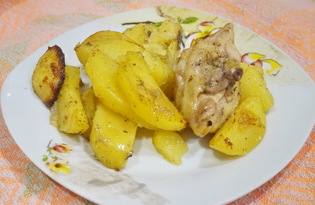 Картофель с куриным бедром в духовке (пошаговый фото рецепт)