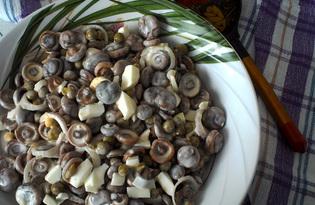 Салат из маринованных грибов с зеленым горошком (пошаговый фото рецепт)