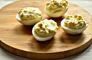 Яйца, фаршированные кукурузой (пошаговый фото рецепт)