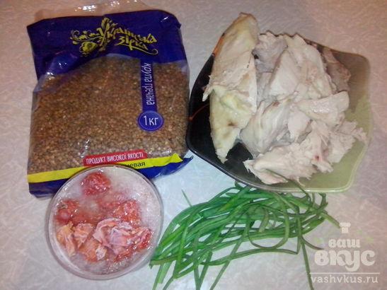 Гречневая каша в мультиварке DELFA с курицей, помидорами и зеленым лучком