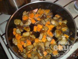 Жареные белые грибы с морковью и луком