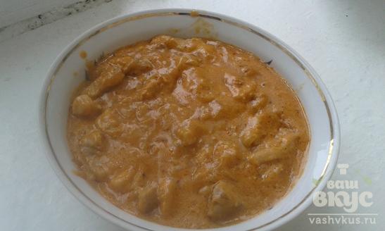 Мясной гуляш в сметано-томатном соусе
