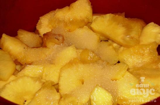 Куриные рулетики с ананасом и чесноком