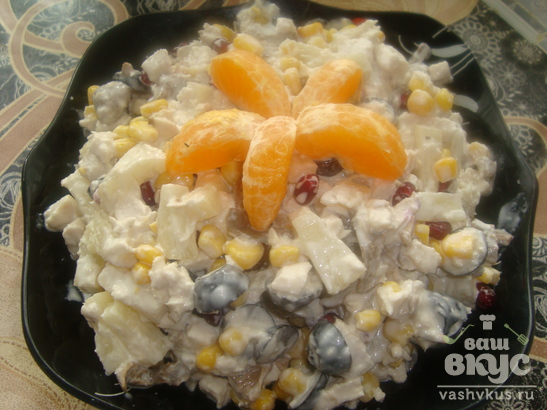 Салат из курицы, ананаса и грибов